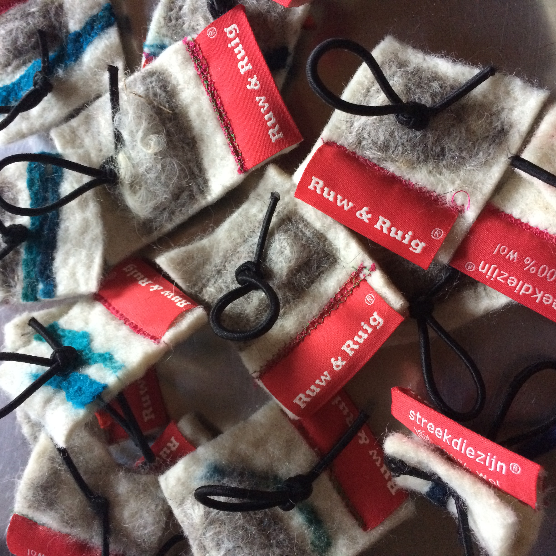 label Ruw & Ruig streekdiezijn 100% wol ruwe wolverkoop voor spinners en vilters workshops vilten wol